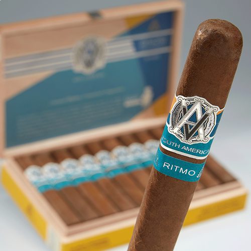 Avo Syncro Ritmo  30 Years Limited Edition Toro  Cigars