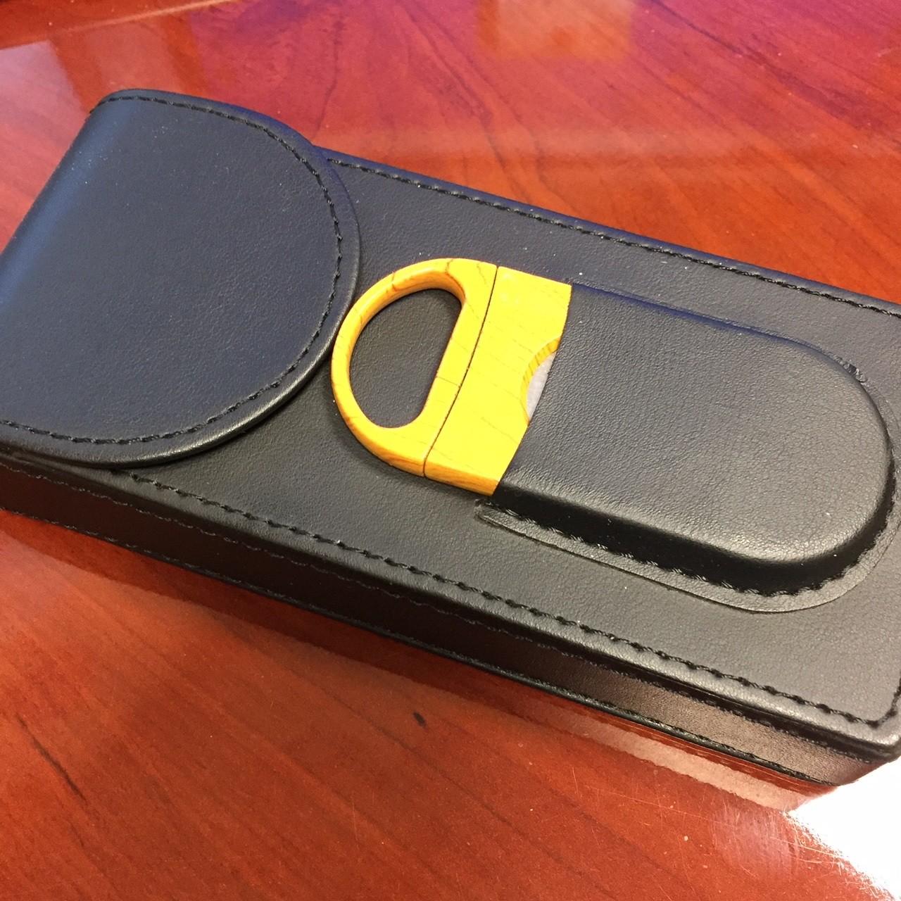 3 Cigar Leather Case w/ Cutter (Black)